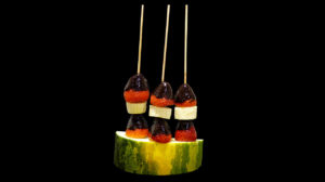 Fruit brochette with chocolate topping